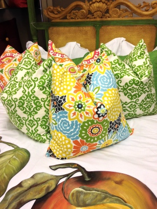 Pillows to bring out complimentary colors