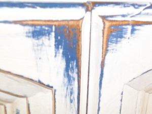 A closeup of the distressed corner, with the Napoleonic Blue shown under the Pure White.